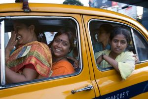 happy-indian-girls-in-kolkata-by-jorge-royan-argentina