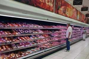 shopper_selecting_meat